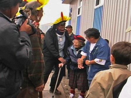 Group of people around Raoni in Ekuanitshit