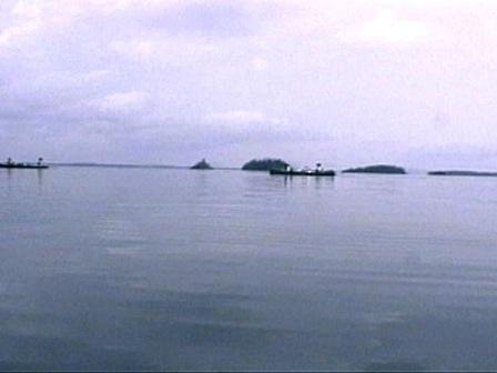 Paysage et canots sur le lac Ashuanipi