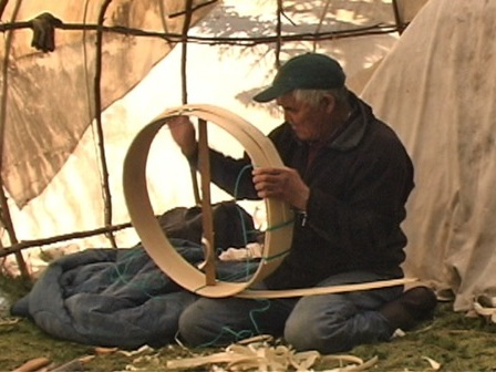 Jean-Baptiste Bellefleur making the drum's central hoop